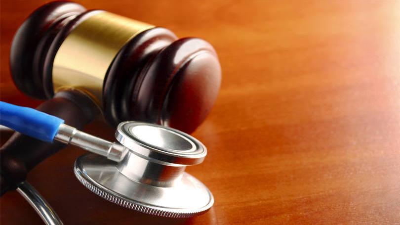 size_810_16_9_martelo-de-juiz-e-estetoscopio